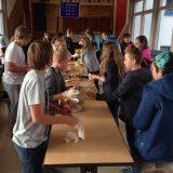 Die SMV versorgt alle Schüler mit Würstchen