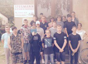 Klasse 8a bei der Schreinerei Stegmann
